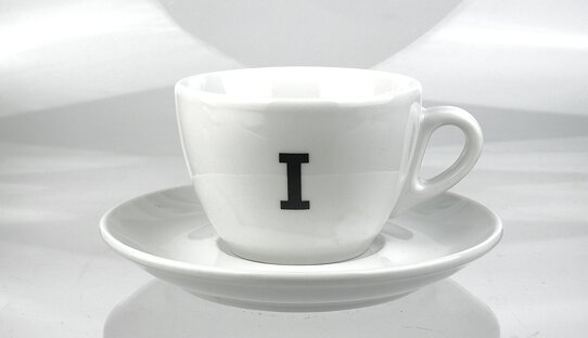 Edition Spiekermann | Cappuccino-Tassen mit A bis Z | FF Real | max. 165 ml | Made in Italy & Germany